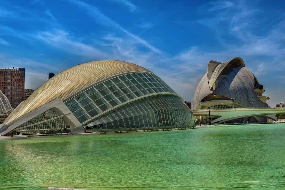 Евтини самолетни билети до Валенсия-Испания