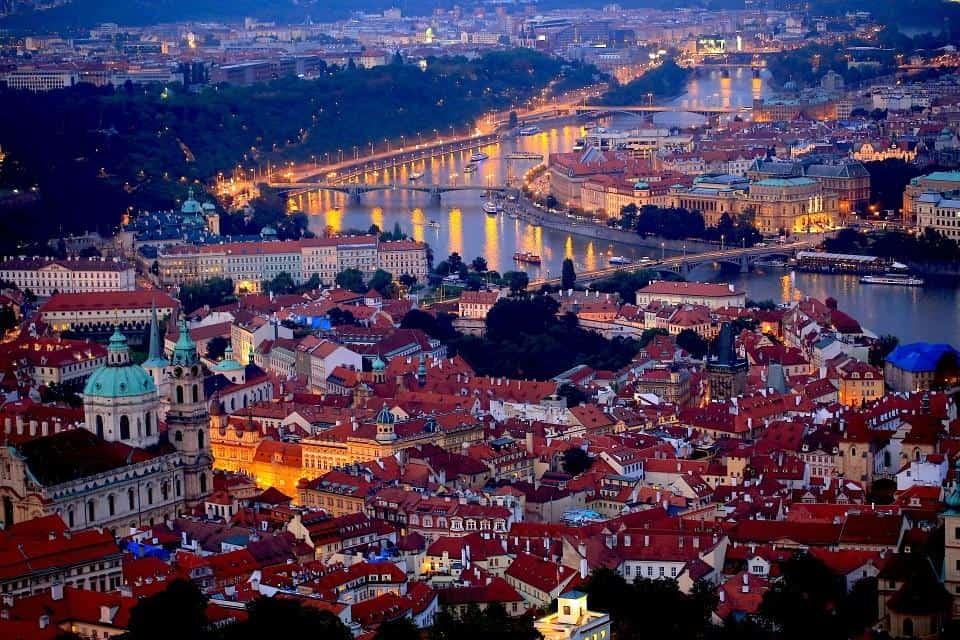 Промоции на самолетни билети евтини полети до Прага. Резервирай полета си сега!