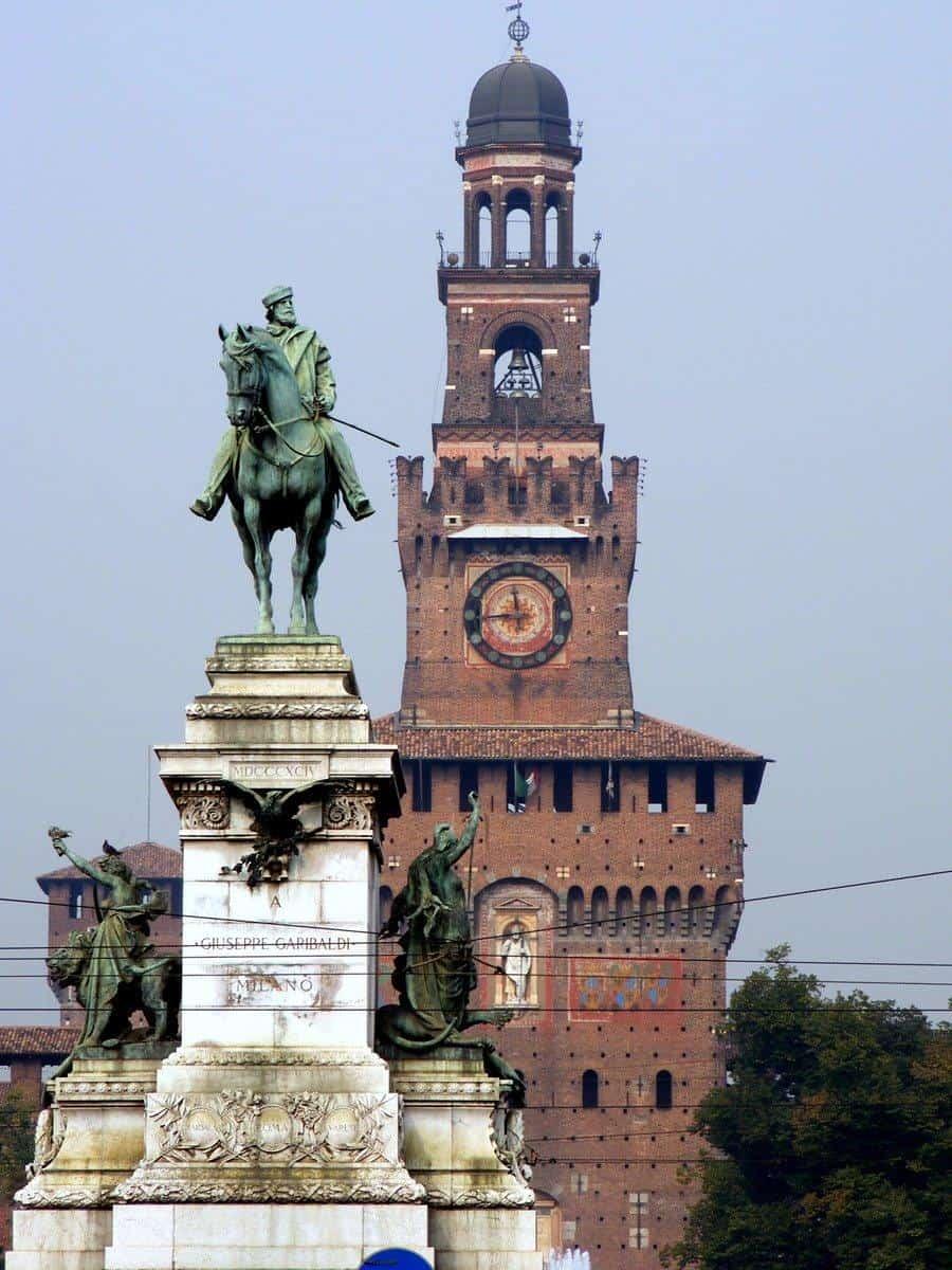 Милано е главен град в Северна Италия и вторият по големина град в страната. Градът е посещаван от туристи, но и от хора от бизнес средите или шопинг маниаците. Независимо към коя група спадате и търсите самолетни билети от София до Милано, тук можете да намерите много изгодни предложения за полети до Милано.
